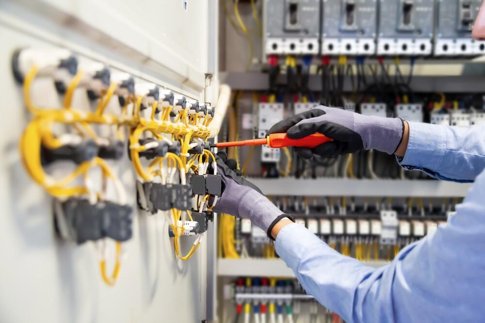 Ristrutturazione e realizzazione di impianti elettrici